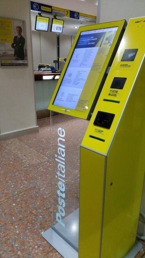 イタリアの郵便局にある番号札のマシン