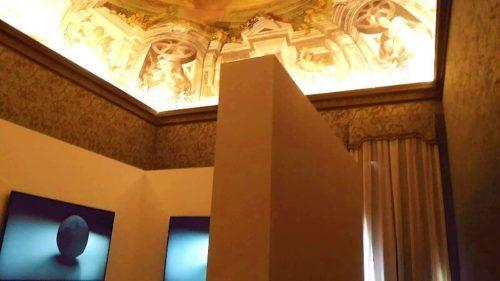 ビエンナーレの展示-音楽院の教室