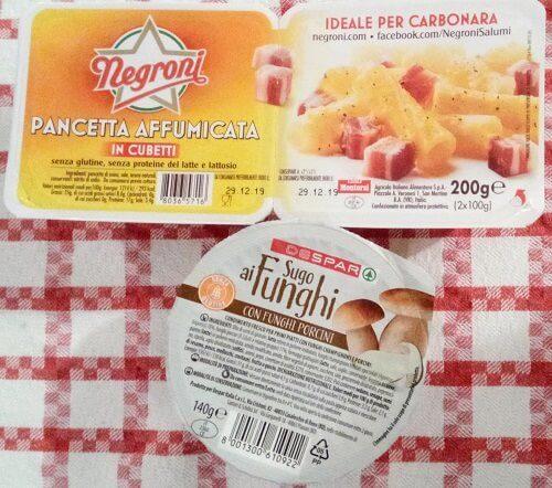 イタリアのスーパーで買ったベーコンとパスタソースの写真
