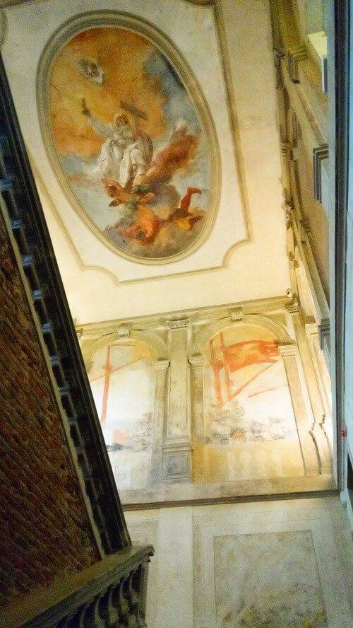 学生寮の天井画