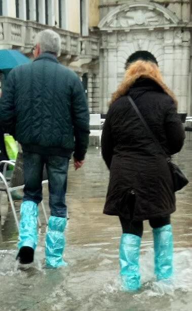 アクア・アルタ用の靴カバーの写真