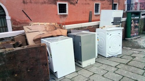 ゴミ捨て場の電化製品