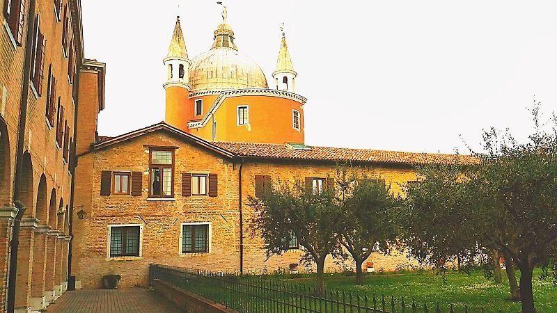 修道院を改装した寮