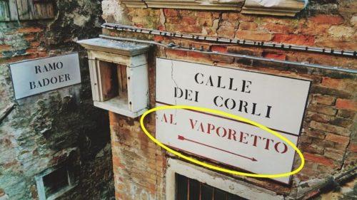 ヴァポレット乗り場はこちら(サン・トマへ行く案内板)