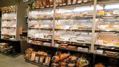リアルト橋近くのDeSpar、パン売り場の様子