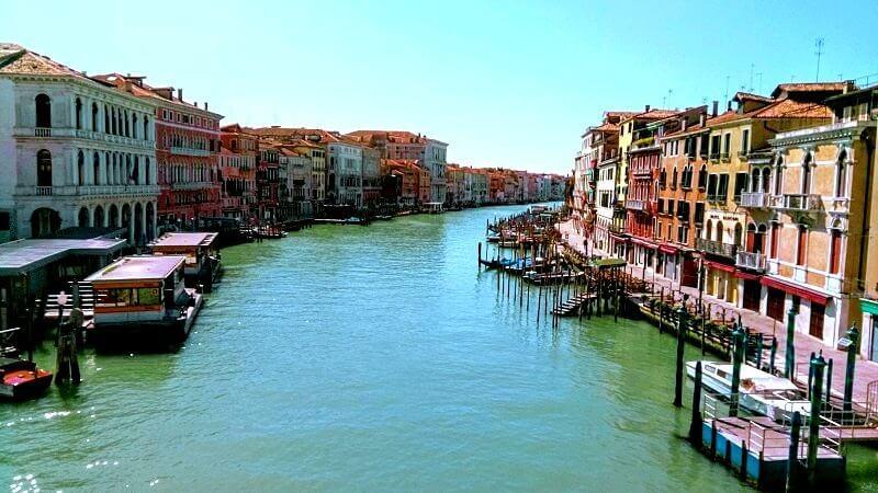 現在のベネチアの様子、船がない大運河。