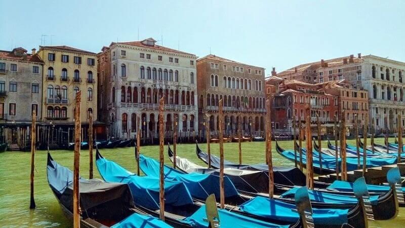 ベネチアの現在の様子。ゴンドラもすべて休み。