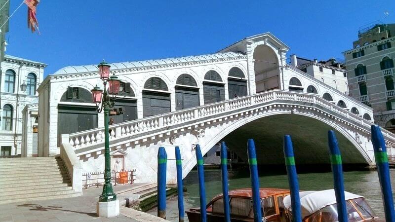 ベネチアの様子。観光客の姿がない現在のリアルト橋