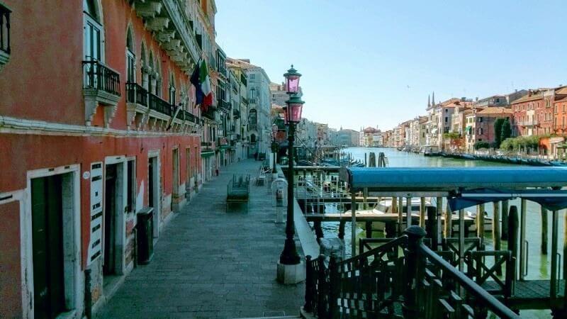 ベネチアの現在の様子。人のいない大通り