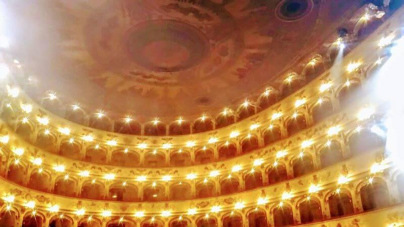オペラハウスの客席